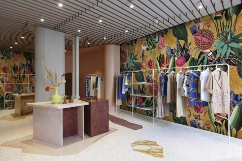clothing-boutique-with-tropical-wallpaper