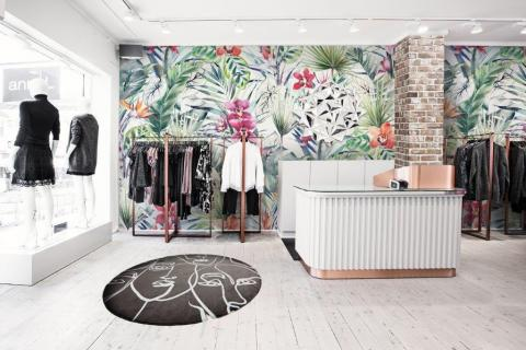 smart-art-boutique-clothing-store-with-tropical-and-boho-mix
