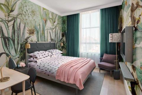 smart-art-floral-and-tropical-bespoke-wallpaper-design-in-trendy-hotel-room