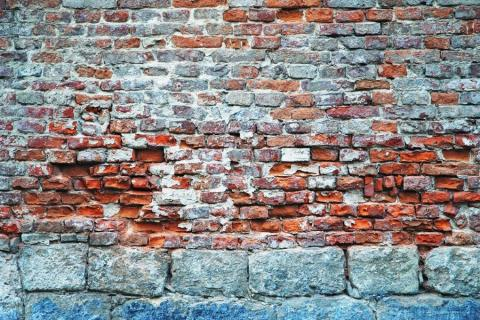 smart-art-red-brick-and-white-washed-walls