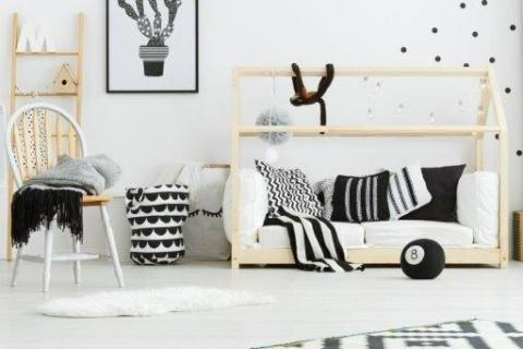 smart-art-bespoke-kids-ideas-black-wall-art-with-floor-rug