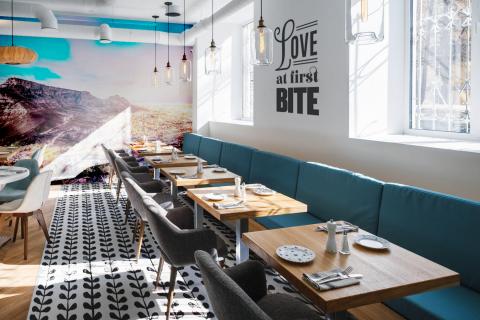 smart-art-table-mountain-boho-restaurant-designer-interior